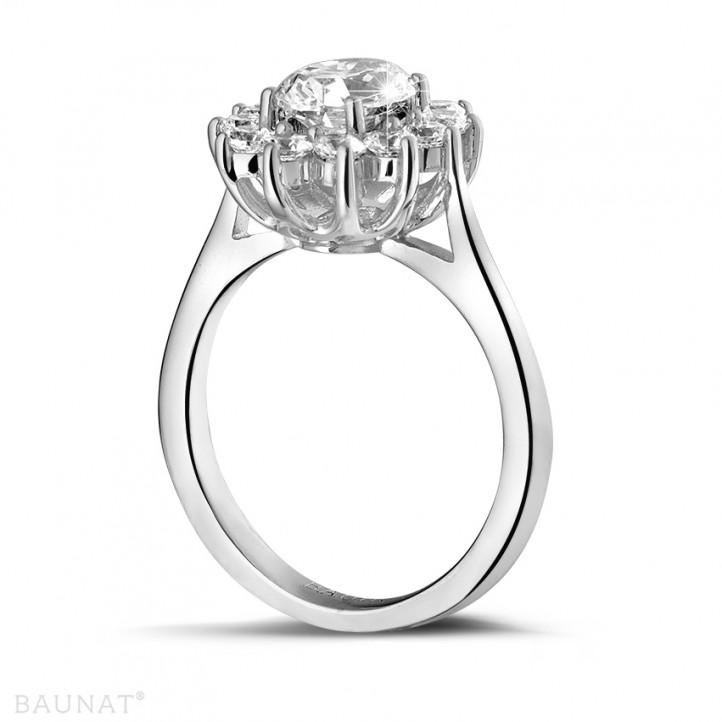 1.85 carat bague entourage en or blanc et diamant ovale
