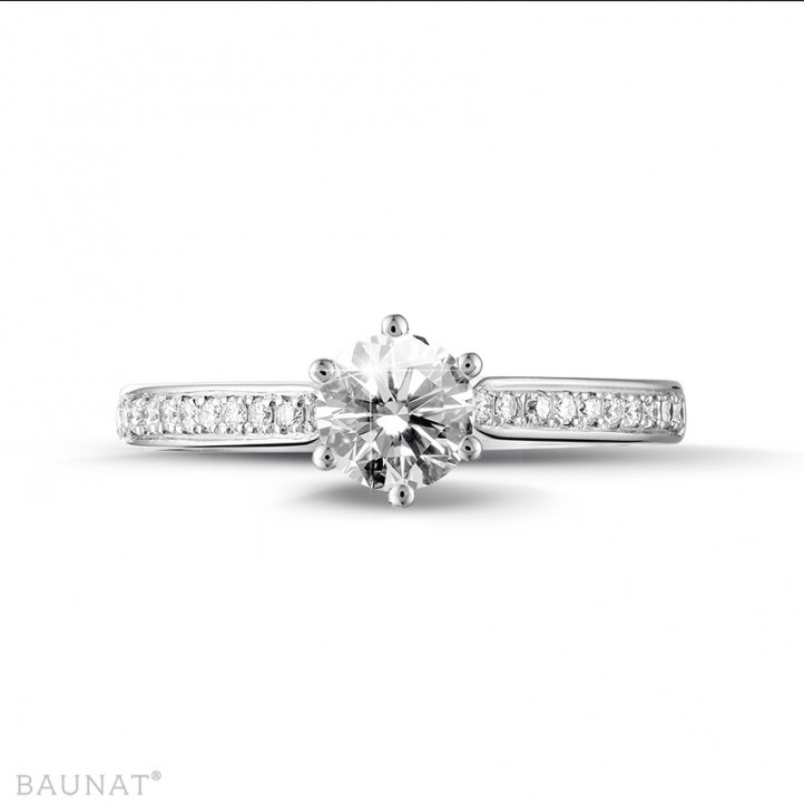 0.75 carats bague solitaire diamant en or blanc avec diamants sur les côtés