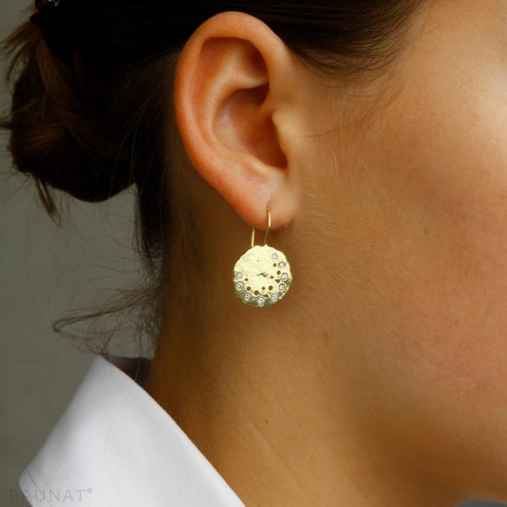 0.26 carat boucles d'oreilles design avec diamants en or jaune