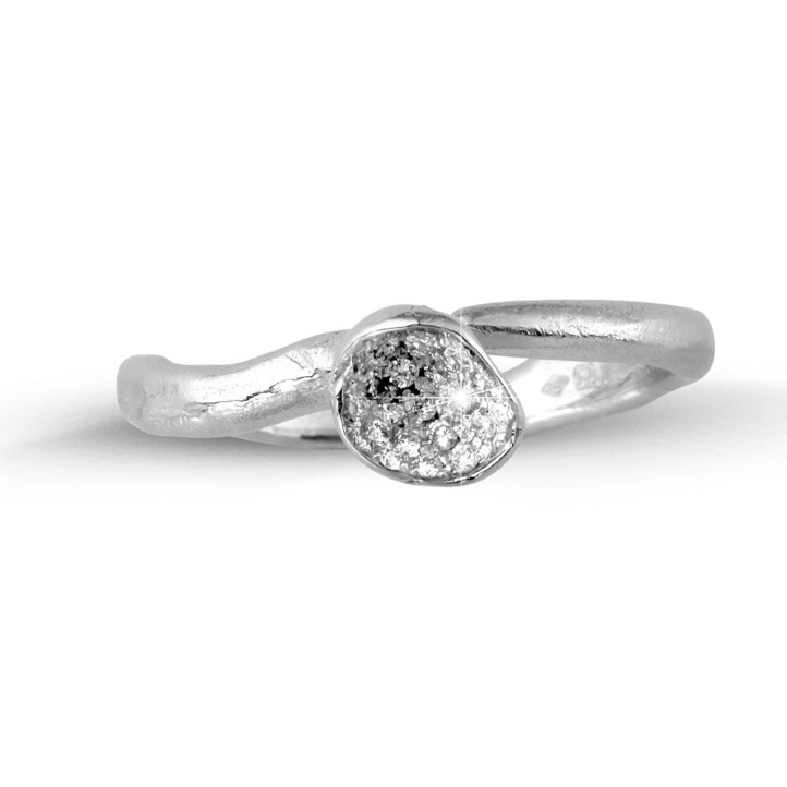 0.12 carat bague design en or blanc et diamants