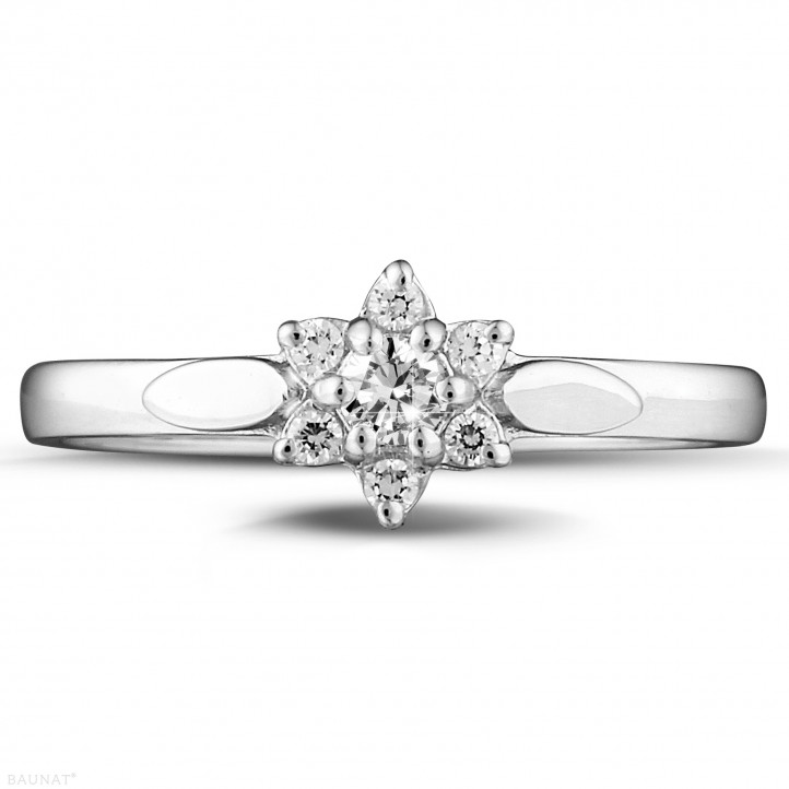 0.15 carat bague fleur en or blanc et diamants