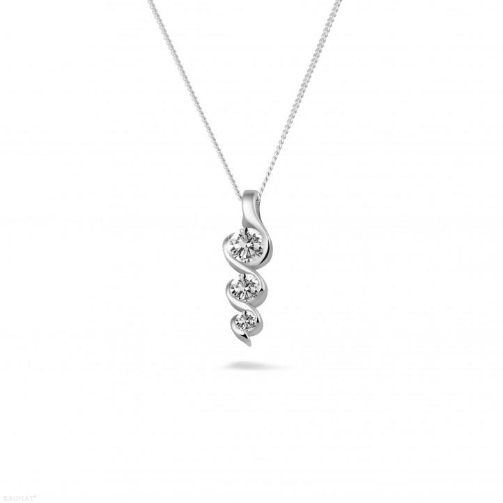 0.38 carat pendentif trilogie en or blanc avec diamants