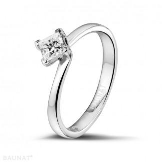 - 0.50 carat bague solitaire en or blanc avec diamant princesse