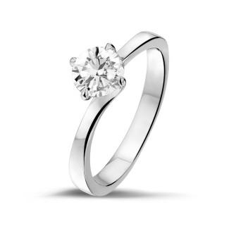 - 0.70 carats bague solitaire diamant en or blanc