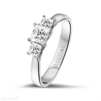 0.70 carat bague trilogie en platine et diamants princesses