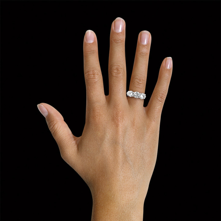 愛情三部曲3.00克拉三鑽鉑金戒指