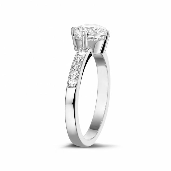 1.00克拉鉑金單鑽戒指- 戒圈密鑲小圓鉆