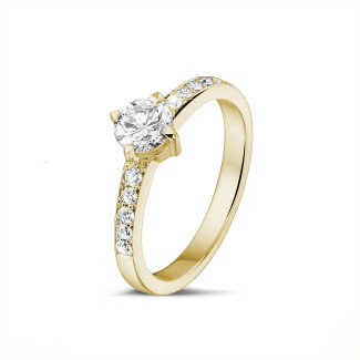 黃金鑽石求婚戒指 - 0.50 克拉黃金單鑽戒指- 戒托群鑲小鑽