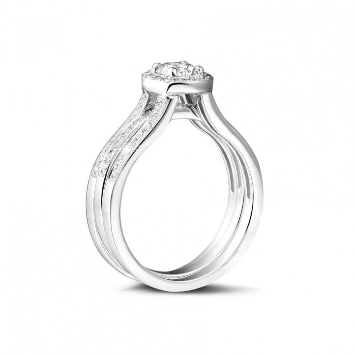 0.70克拉白金單鑽戒 – 戒托密鑲碎鑽