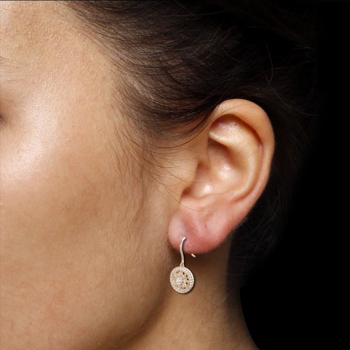 0.50 克拉玫瑰金鑽石耳環