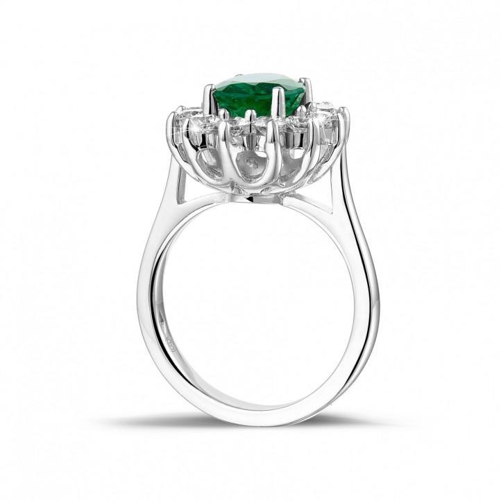 白金祖母綠寶石群鑲鑽石戒指