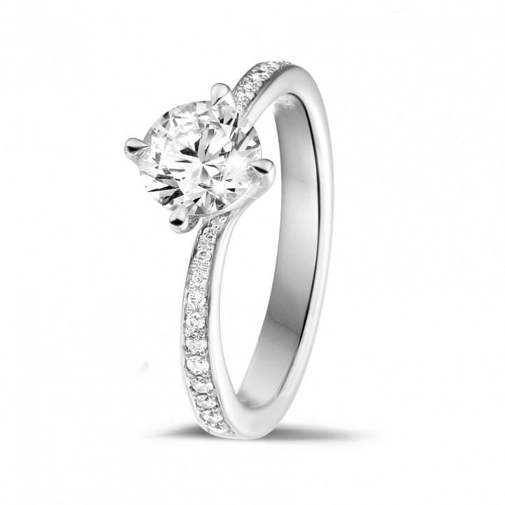 0.90克拉鉑金單鑽戒指 - 戒托群鑲小鑽