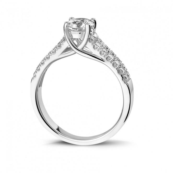 0.70 克拉白金單鑽戒指 - 戒托群鑲小鑽