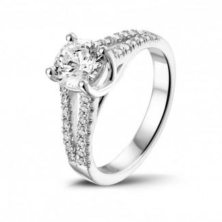 鑽石戒指 - 0.90 克拉鉑金單鑽戒指 - 戒托群鑲小鑽