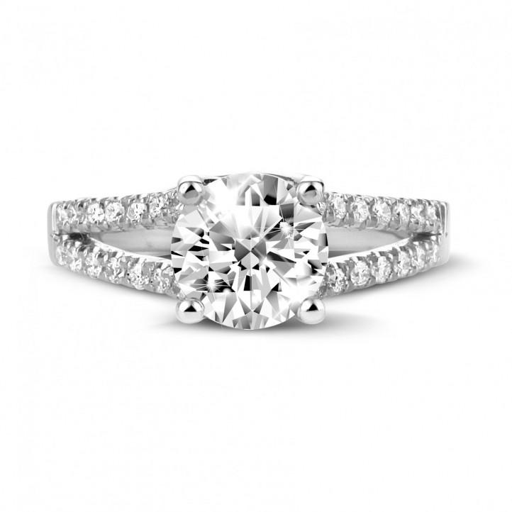 1.50 克拉鉑金單鑽戒指 - 戒托群鑲小鑽
