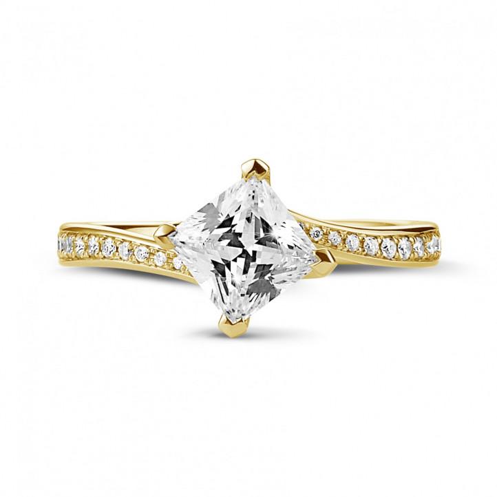 1.00克拉黄金公主方鑽戒指 - 戒托群鑲小鑽