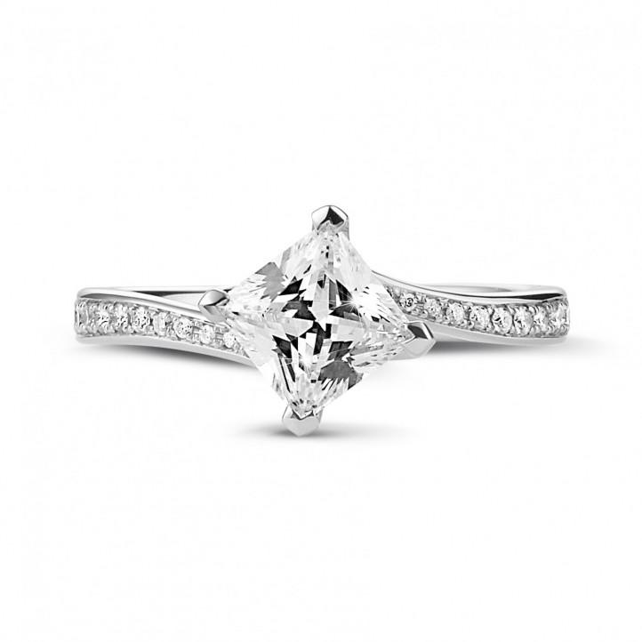 1.00 克拉鉑金公主方鑽戒指 - 戒托群鑲小鑽