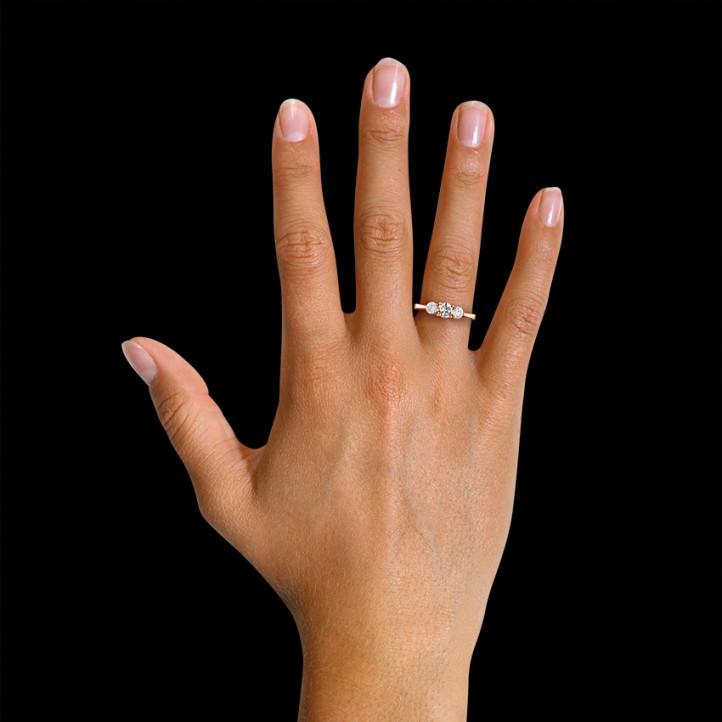 愛情三部曲0.95克拉三鑽玫瑰金戒指