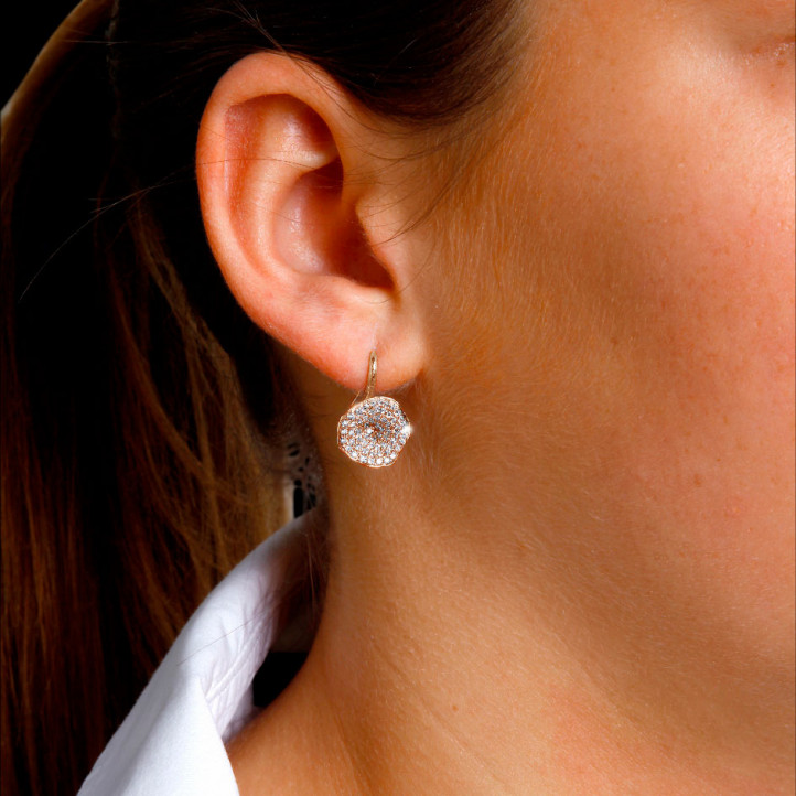 設計系列0.76克拉玫瑰金鑽石耳環