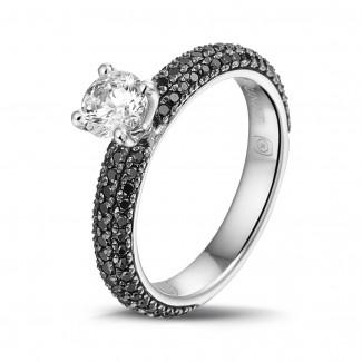 鑽石戒指 - 0.50克拉白金單鑽戒指- 戒托群鑲黑鑽(半環鑲鑽)