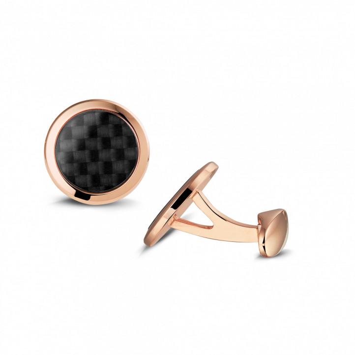 カーボンファイバーの外観がある水晶付きピンクゴールドカフスボタン