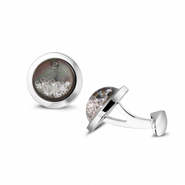 タヒチのマザーオブパールとラウンドダイヤモンド付きホワイトゴールドカフスボタン