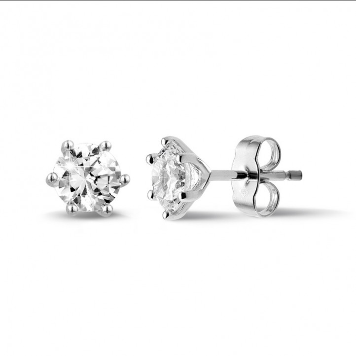 1.50 カラットの6つのプロング付きクラシックホワイトゴールドダイヤモンドイヤリング