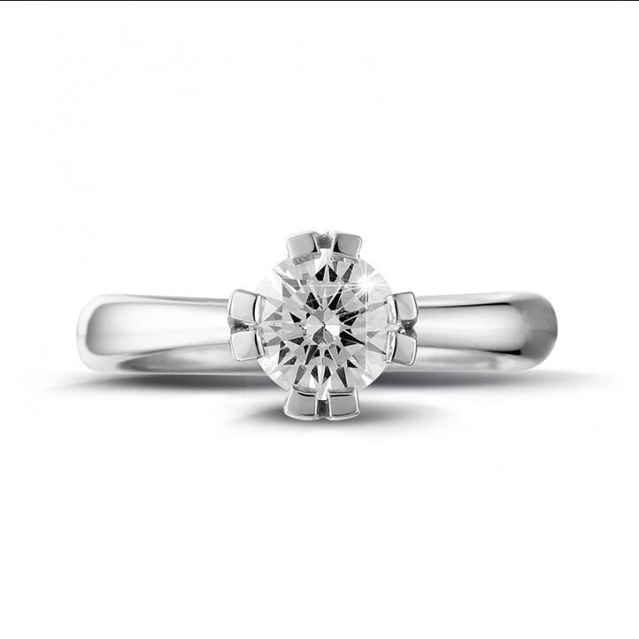 0.90 カラットの8つのプロング付きプラチナソリテールダイヤモンドデザインリング