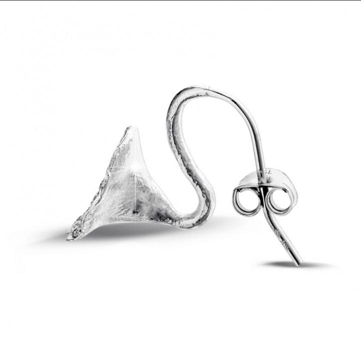0.76 カラットのホワイトゴールドダイヤモンドデザインイヤリング