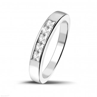- 0.50 カラットのプリンセスダイヤモンド付きプラチナエタニティリング