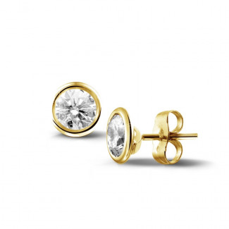 イヤリング - 1.00 カラットのイエローゴールドダイヤモンドサテライトイヤリング