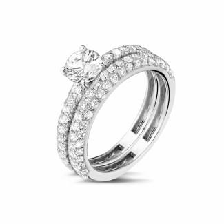 女性の結婚指輪 - 0.70カラットのセンターダイヤモンドと小さなダイヤモンド付きマッチングホワイトゴールドダイヤモンドエンゲージリングとウェディングリング