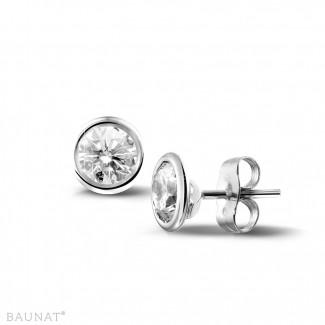 一粒ダイヤモンドピアス - 1.00 カラットのホワイトゴールドダイヤモンドサテライトイヤリング