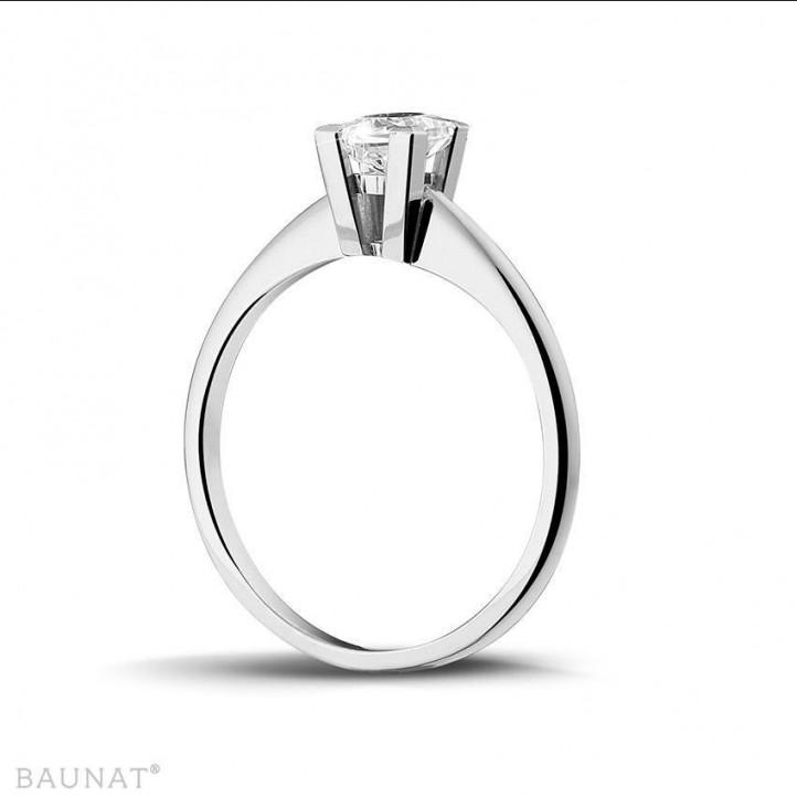 0.50 カラットのプリンセスダイヤモンド付きホワイトゴールドソリテールリング