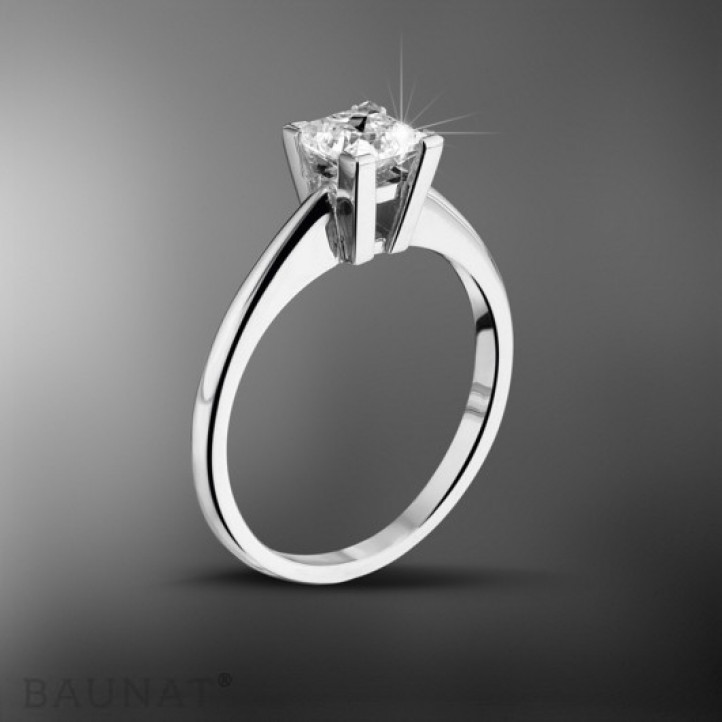 1.25 カラットのプリンセスダイヤモンド付きホワイトゴールドソリテールリング