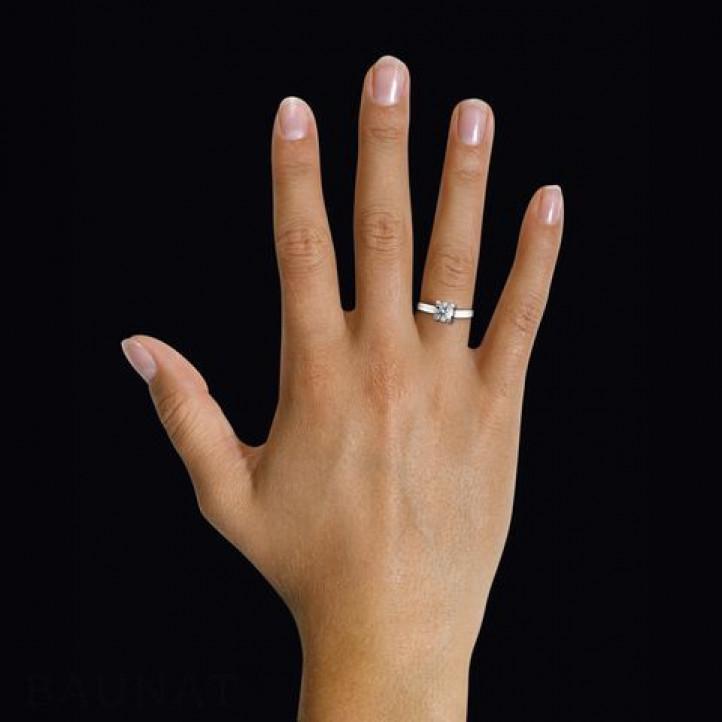 0.50 カラットのホワイトゴールドソリテールダイヤモンドリング