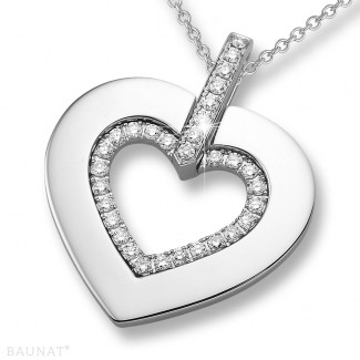 ネックレス - 0.36 カラットの小さなラウンドダイヤモンド付きホワイトゴールドハートシェイプのペンダント