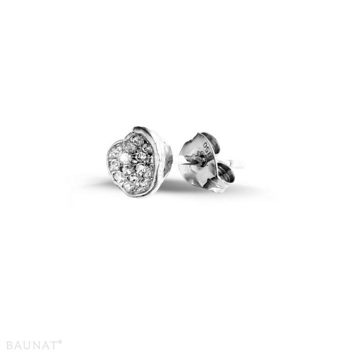 0.25 カラットのホワイトゴールドダイヤモンドデザインイヤリング