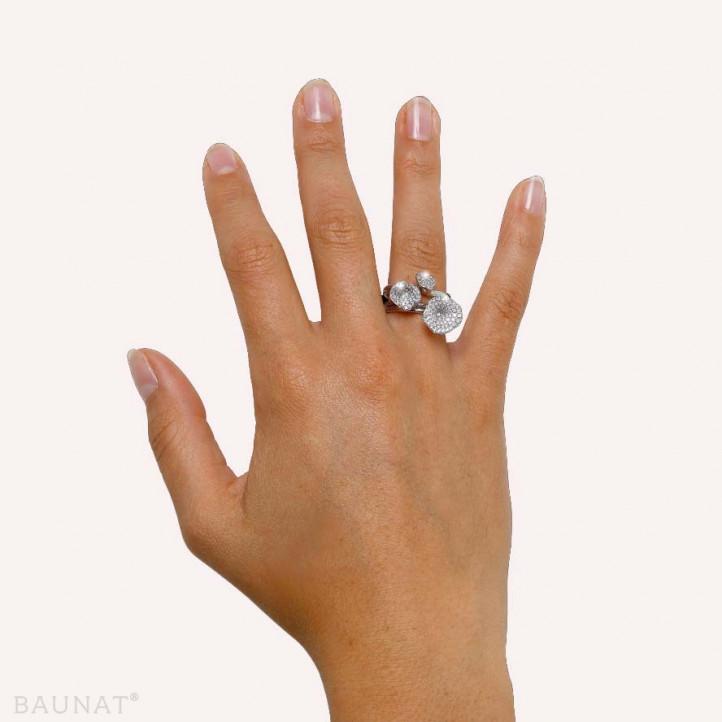 マッチングのホワイトゴールドダイヤモンドデザインリング