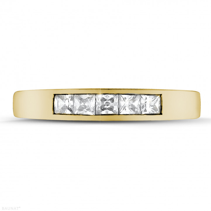 0.50 カラットのプリンセスダイヤモンド付きイエローゴールドエタニティリング