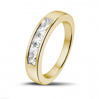 イエローゴールドダイヤモンドリング - 0.75 カラットのプリンセスダイヤモンド付きイエローゴールドエタニティリング