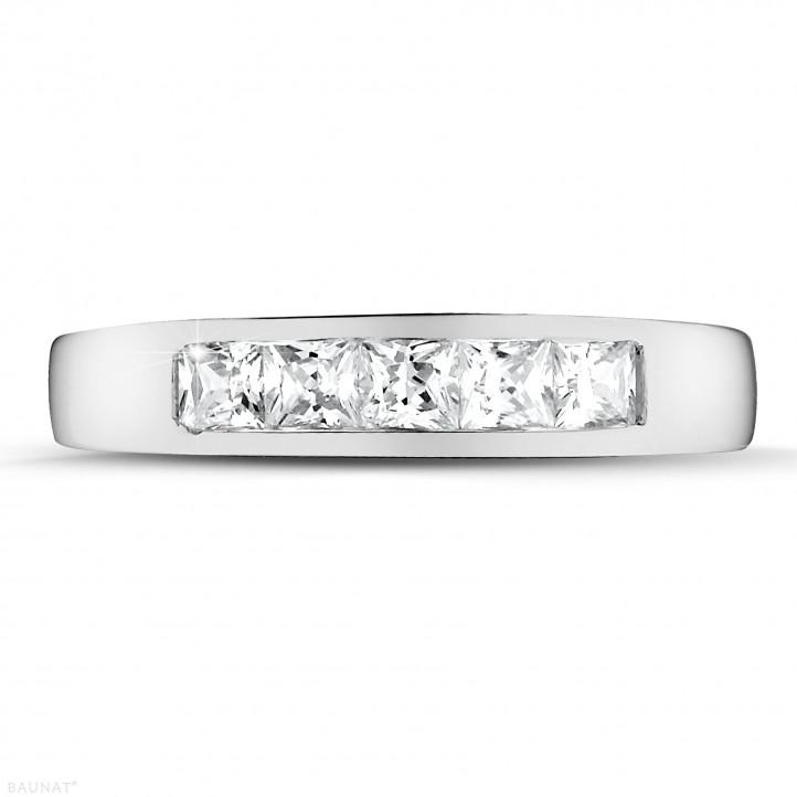0.75 カラットのプリンセスダイヤモンド付きプラチナエタニティリング