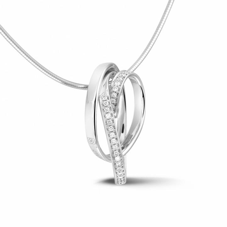0.48 カラットのホワイトゴールドダイヤモンドデザインペンダント