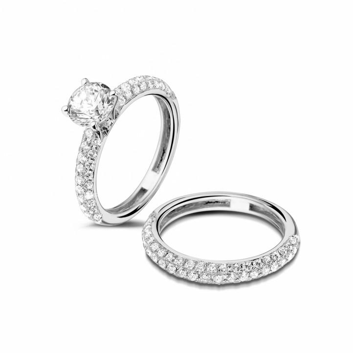 1.00カラットのセンターダイヤモンドと小さなダイヤモンド付きマッチングプラチナダイヤモンドエンゲージリングとウェディングリング