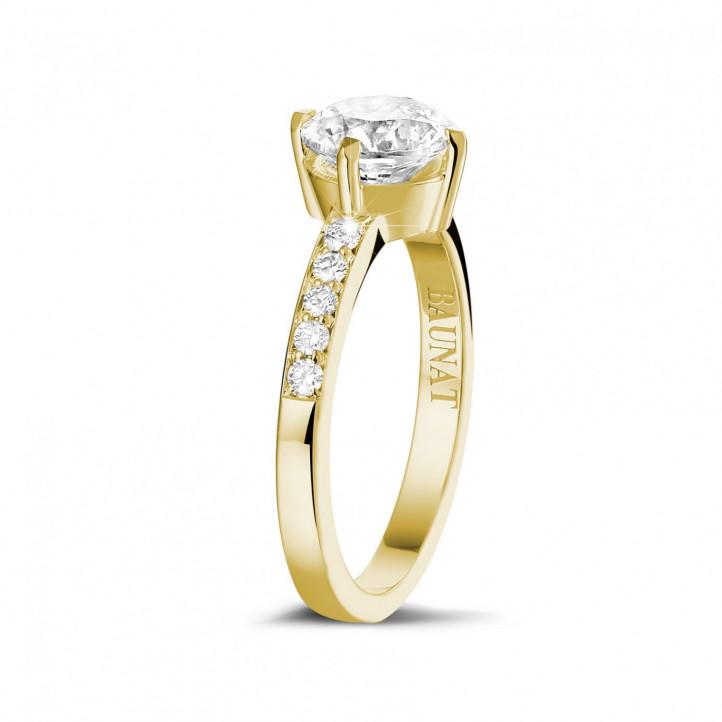 1.20 カラットのサイドダイヤモンド付きイエローゴールドソリテールダイヤモンドリング