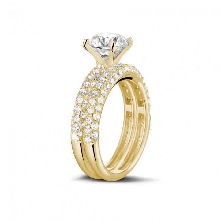 1.20カラットのセンターダイヤモンドと小さなダイヤモンド付きマッチングイエローゴールドダイヤモンドエンゲージリングとウェディングリング