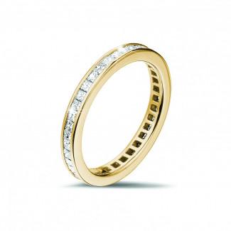 リング - 0.90 カラットの小さなプリンセスダイヤモンド付きイエローゴールドエタニティリング (フルセット)