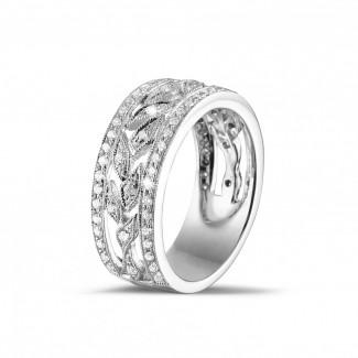 プラチナダイヤモンドリング - 0.35 カラットの小さなラウンドカットダイヤモンド付きプラチナワイドフローラルエタニティリング