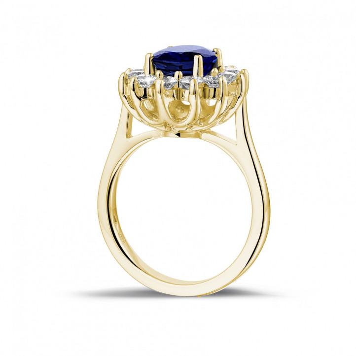 オーバルサファイアとラウンドダイヤモンド付きイエローゴールド取り巻きリング