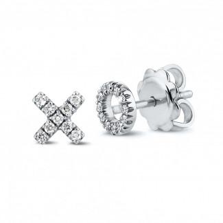 イヤリング - 小さなダイヤモンド付きホワイトゴールドXOイアリング